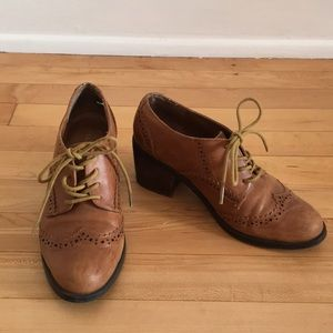 Leather Wingtip Oxford Style Heel
